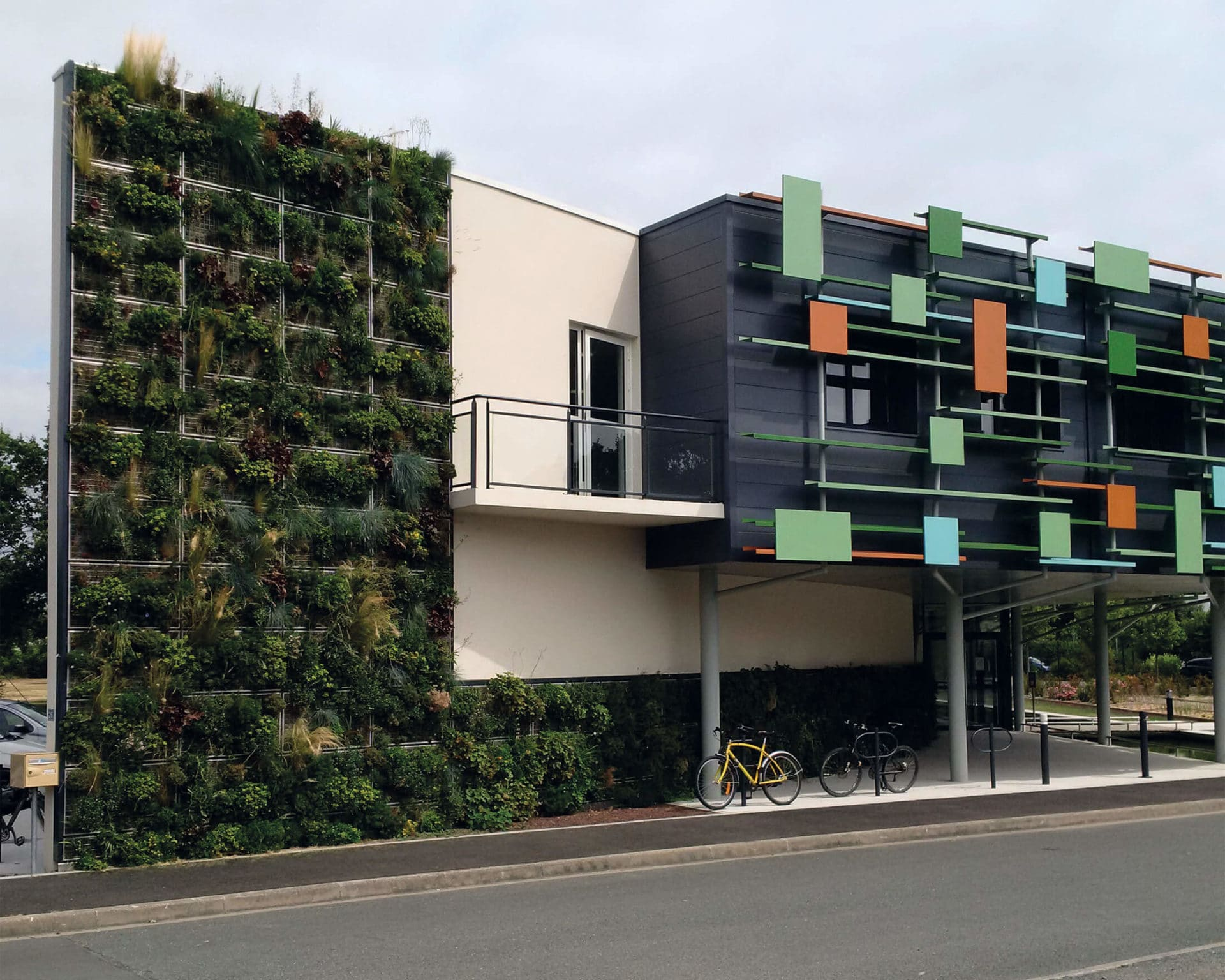 Vivagreen - la façade végétalisée de Soprema.